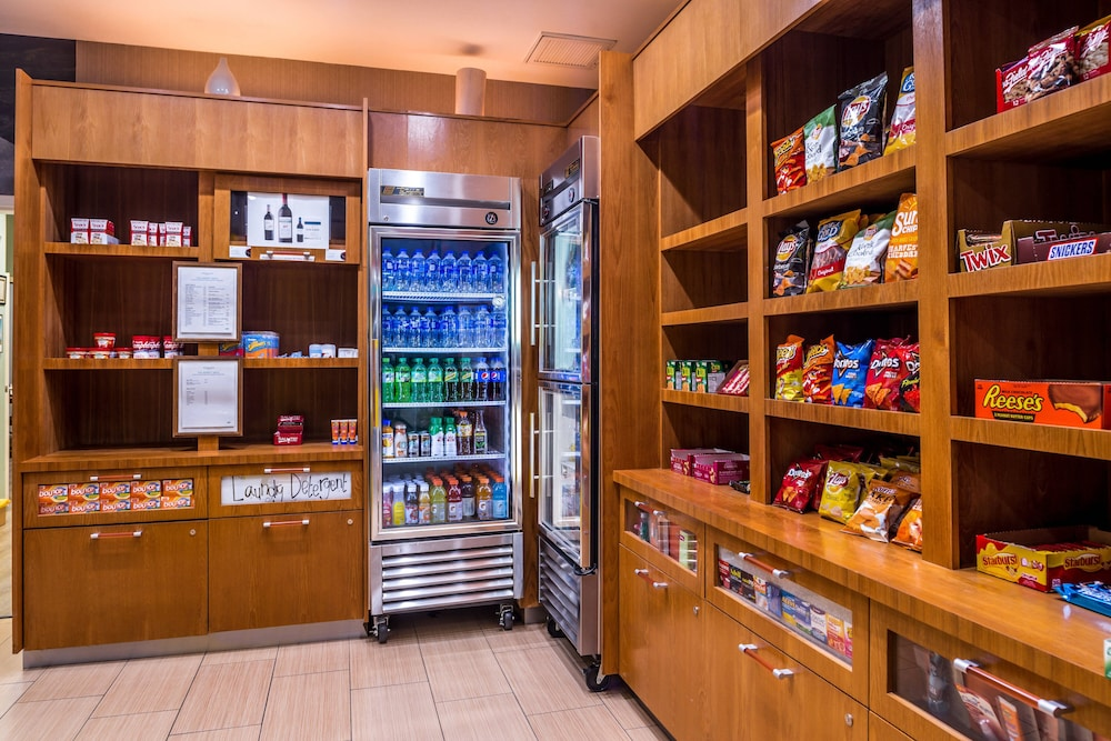 Gift Shop, Springhill Suites by Marriott Temecula Wine Country