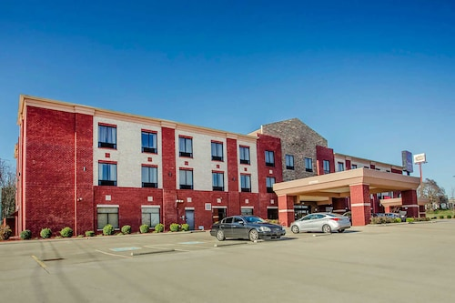 OYO Hotel Portland TN Route 52 West