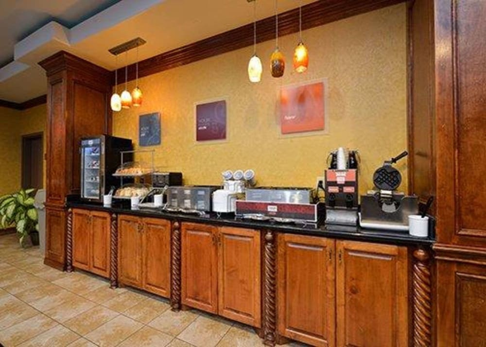 Dining, Comfort Suites Bay City