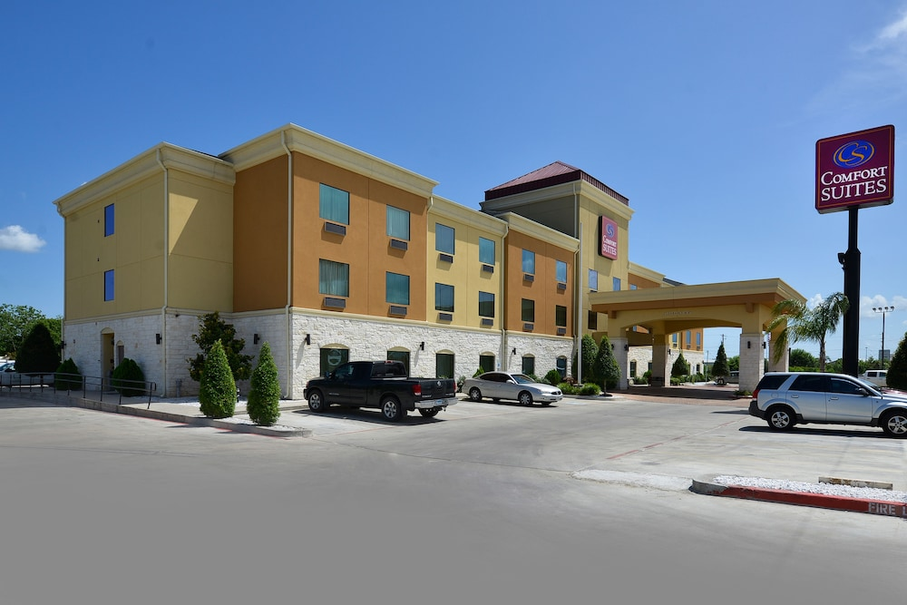 Front of Property, Comfort Suites Bay City