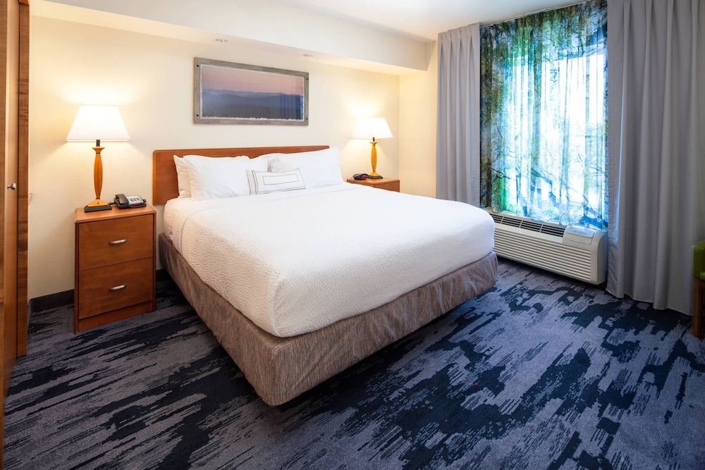 Room, Fairfield Inn & Suites South Boston
