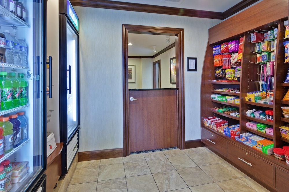 Snack Bar, Staybridge Suites Indianapolis-Carmel, an IHG Hotel