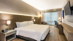 Holiday Inn Express BOGOTA: 2019 Room Prices $68, Deals