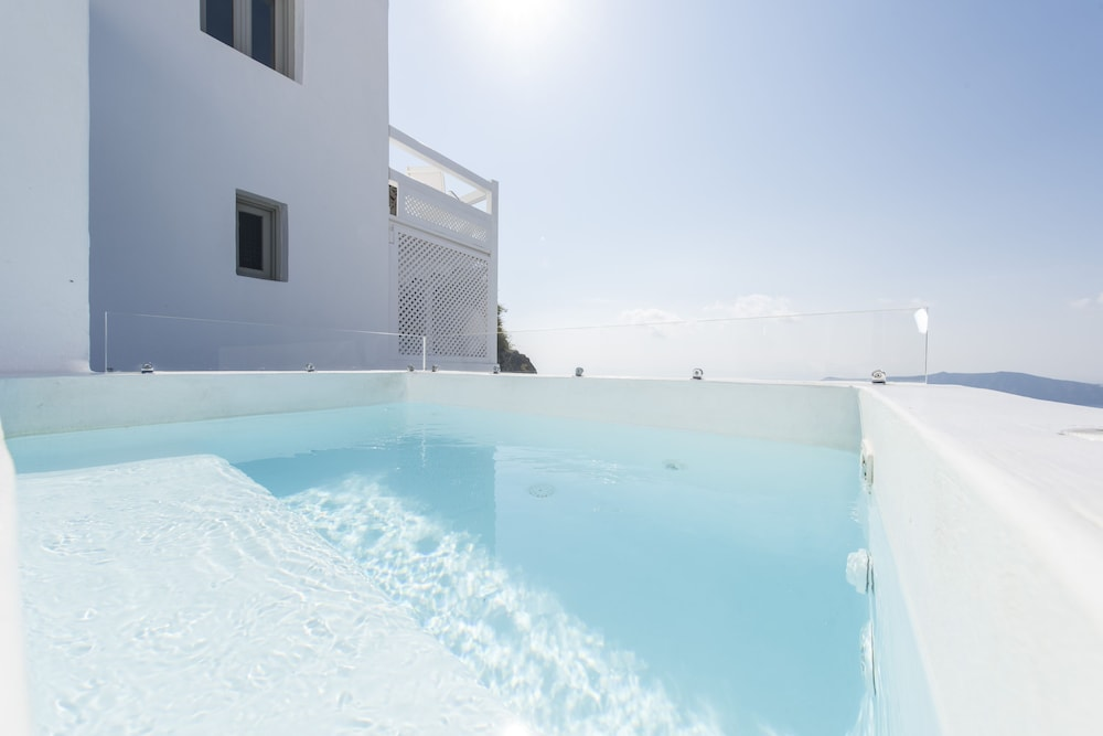 Outdoor Pool, Aqua Luxury Suites