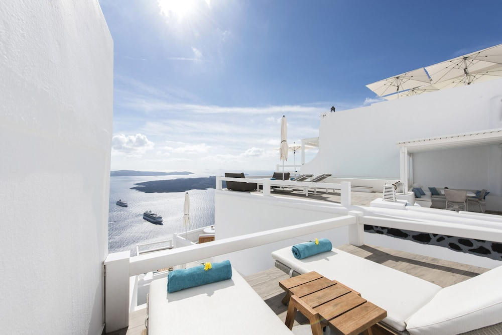 Sundeck, Aqua Luxury Suites