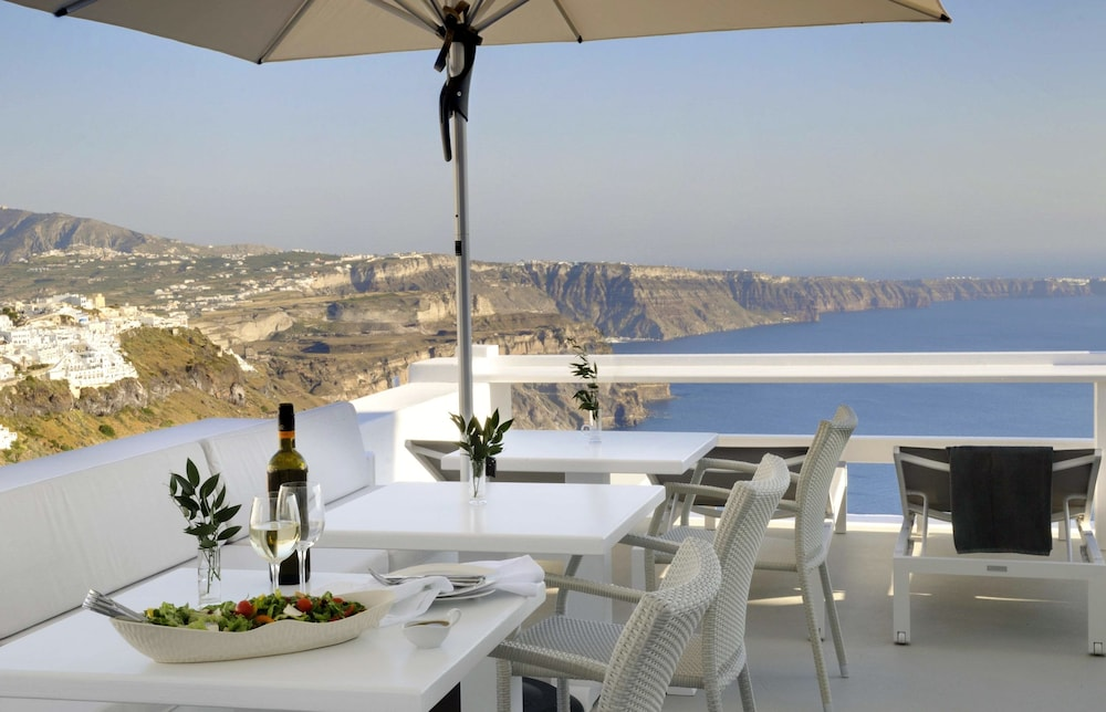 Outdoor Dining, Aqua Luxury Suites
