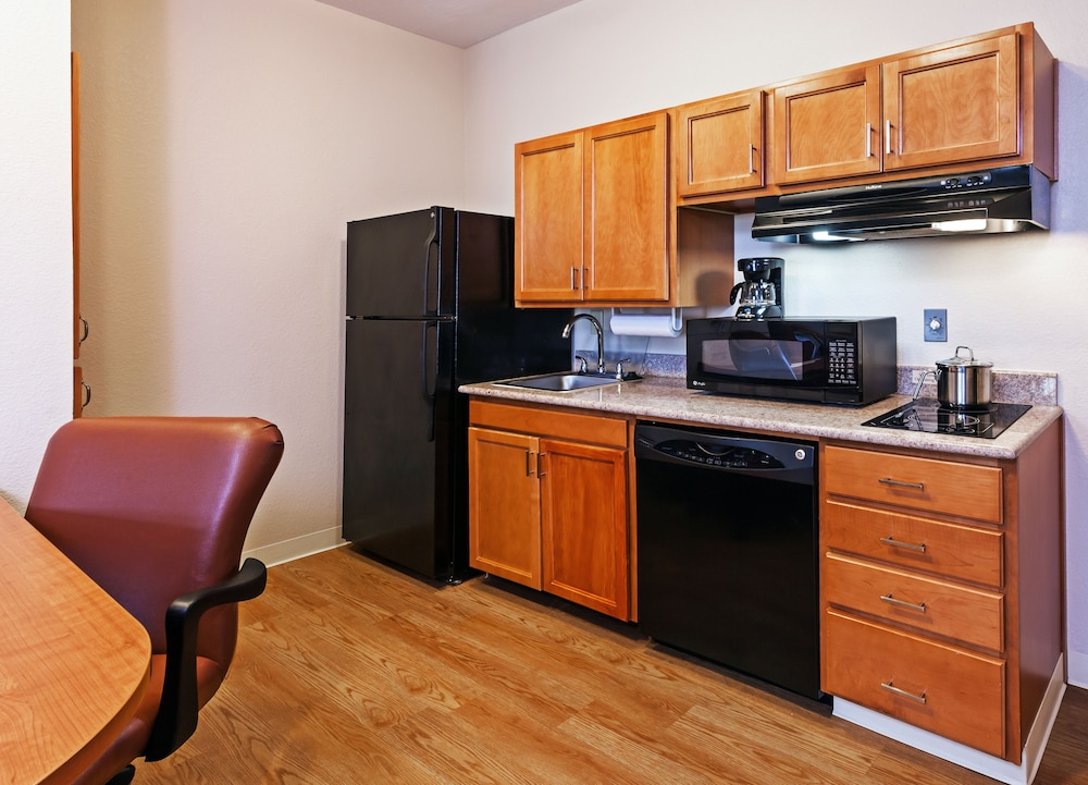 Private Kitchen, Candlewood Suites Pearland
