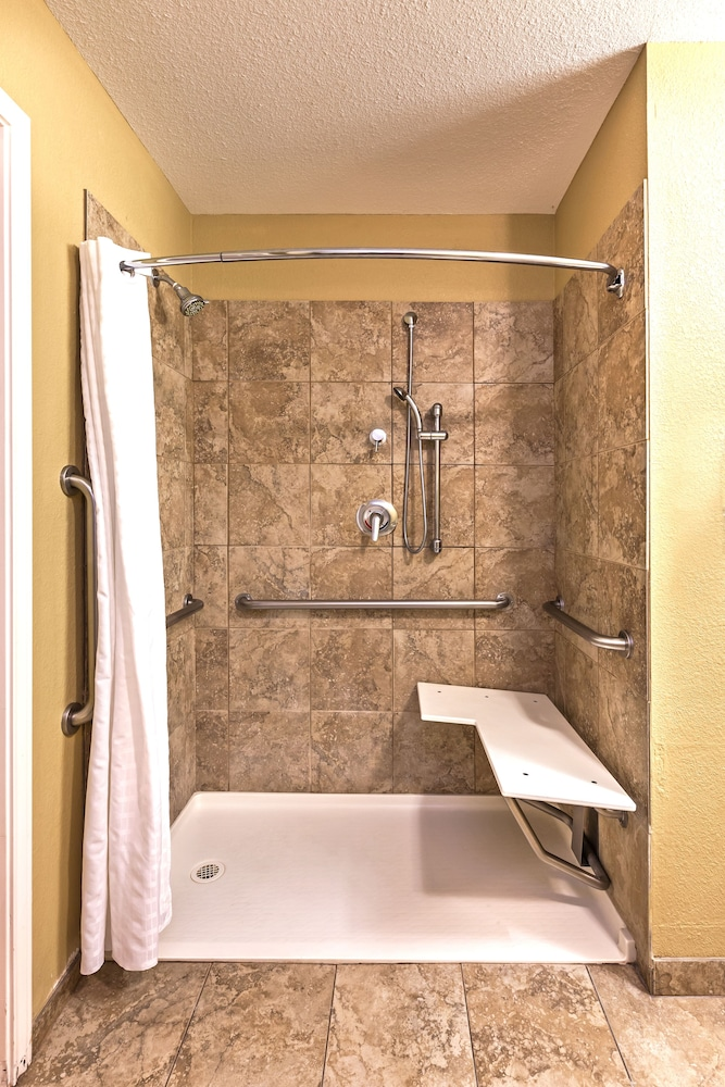 Bathroom, Candlewood Suites Pearland