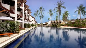 8 outdoor pools, open 8:00 AM to 8:00 PM, pool umbrellas, sun loungers