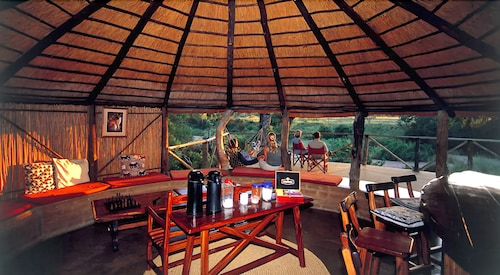 Dining, Umlani Bushcamp - Lodge
