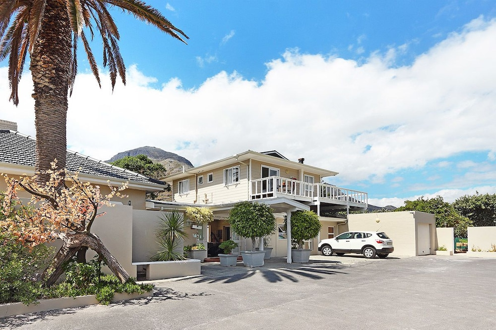 Beach House Hout Bay In Cape Town
