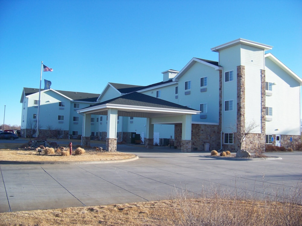 Front of Property, Days Inn & Suites by Wyndham Columbus NE