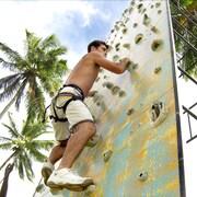 Prática de escalada em rocha