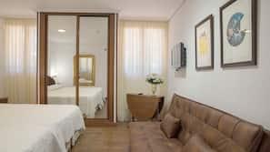 Decoración individual, mobiliario individual, escritorio y wifi gratis