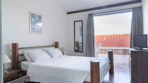 Pillowtop beds, minibar, in-room safe, free WiFi