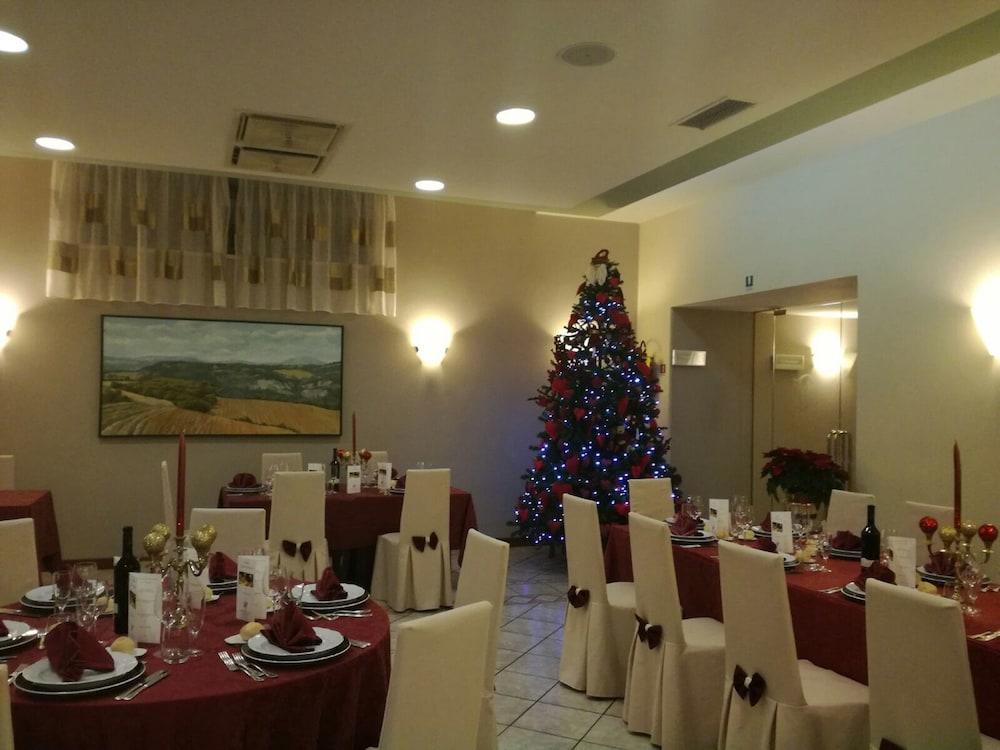 Book Hotel Ristorante La Terrazza | Assisi Hotel Deals