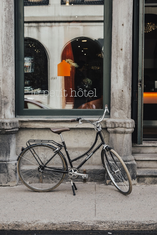 Bicycling, Le Petit Hotel