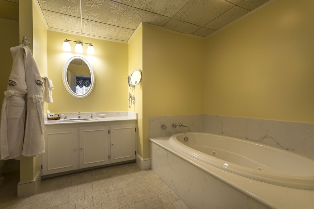 Jetted Tub, Stafford's Bay View Inn