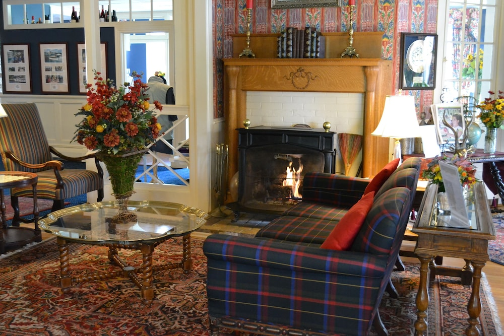 Fireplace, Stafford's Bay View Inn