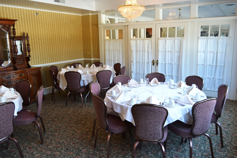 Banquet Hall, Stafford's Bay View Inn