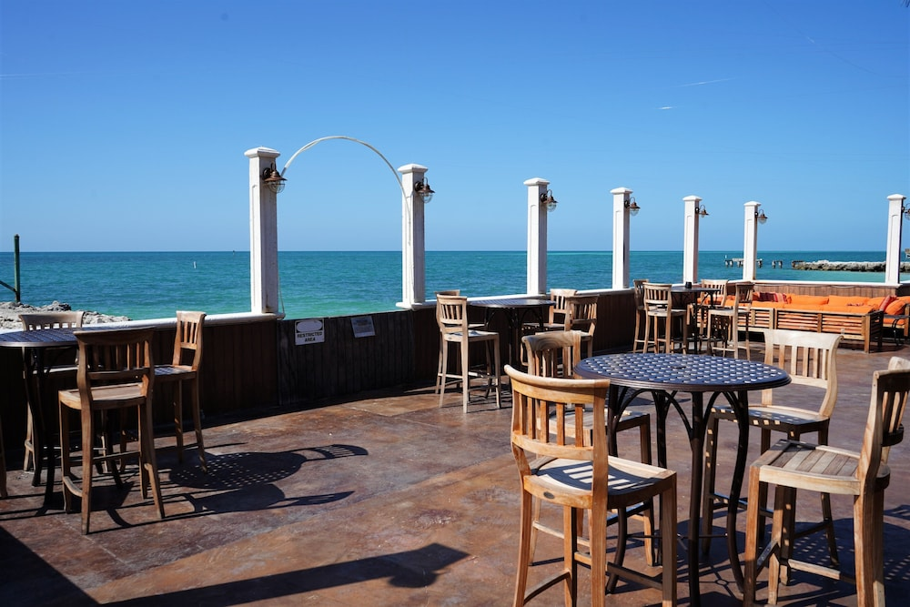Outdoor Dining, Glunz Ocean Beach Hotel & Resort