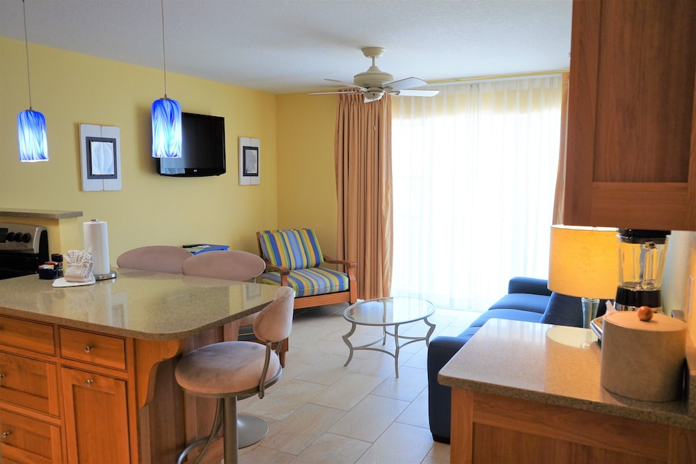 Private Kitchenette, Glunz Ocean Beach Hotel & Resort