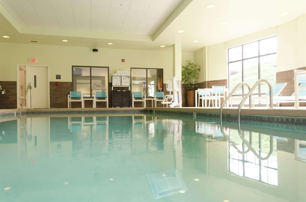 Pool, Hampton Inn Hickory