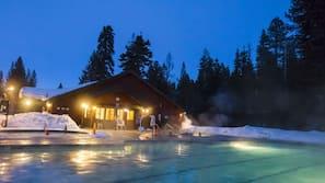 Udendørs pool, åben fra kl. 10.00 til kl. 22.00, gratis hytter