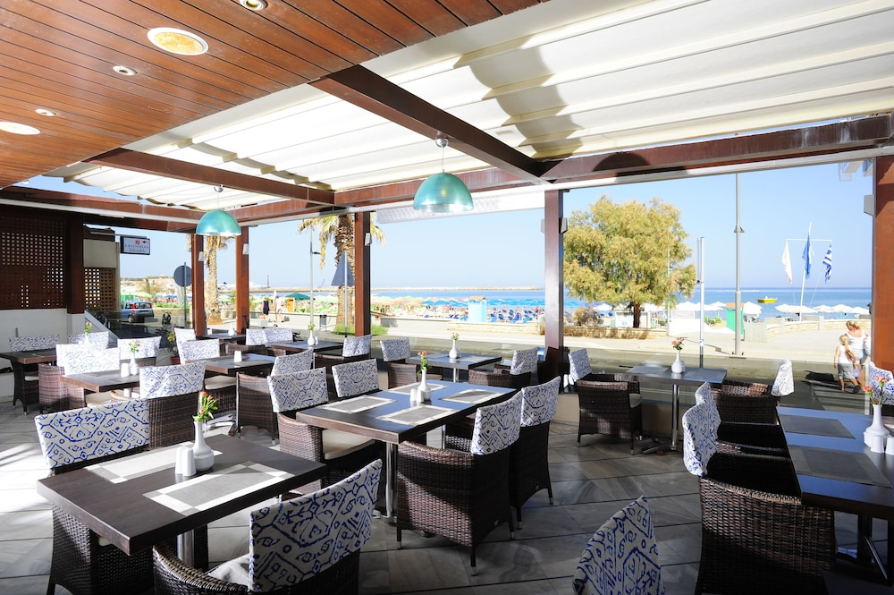 Outdoor Dining, Steris Elegant Beach Hotel & Apartments