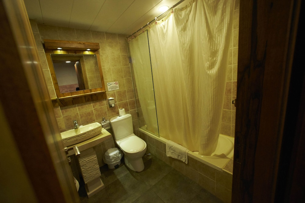 Bathroom, Faraya Village Club