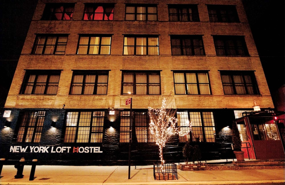 Front of Property - Evening/Night, The New York Loft Hostel
