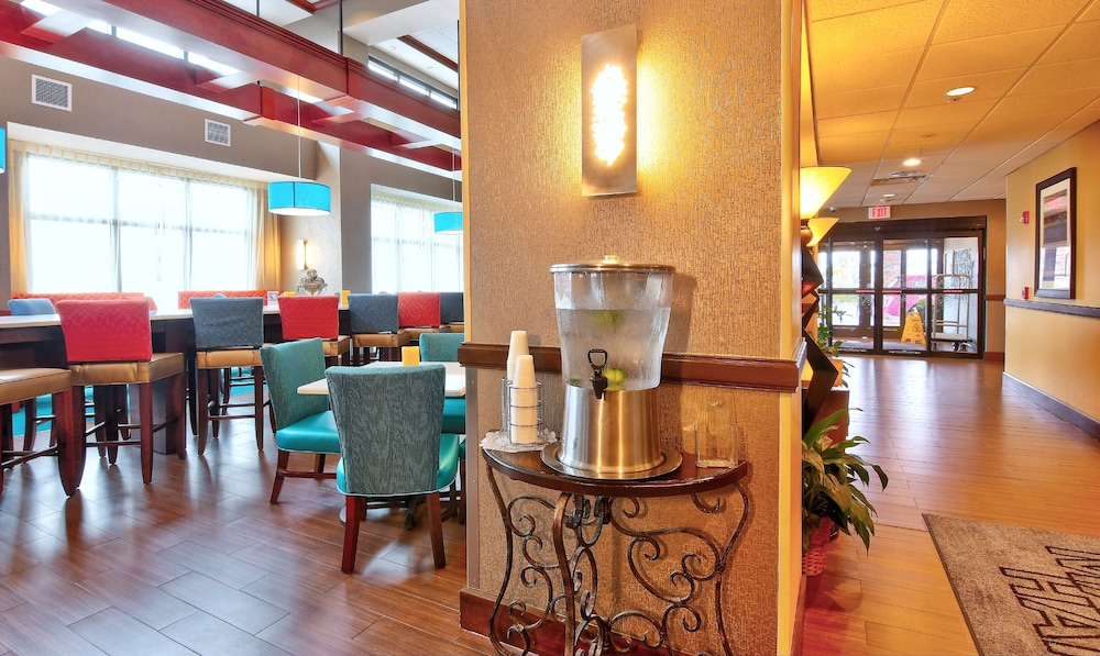 Lobby, Hampton Inn & Suites Jacksonville - Beach Blvd/Mayo Clinic