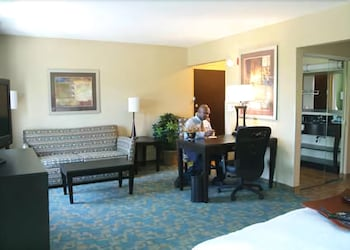 Living Room, Hampton Inn & Suites Jacksonville - Beach Blvd/Mayo Clinic
