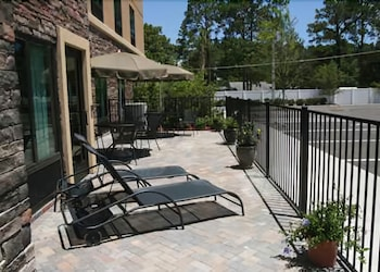 Terrace/Patio, Hampton Inn & Suites Jacksonville - Beach Blvd/Mayo Clinic