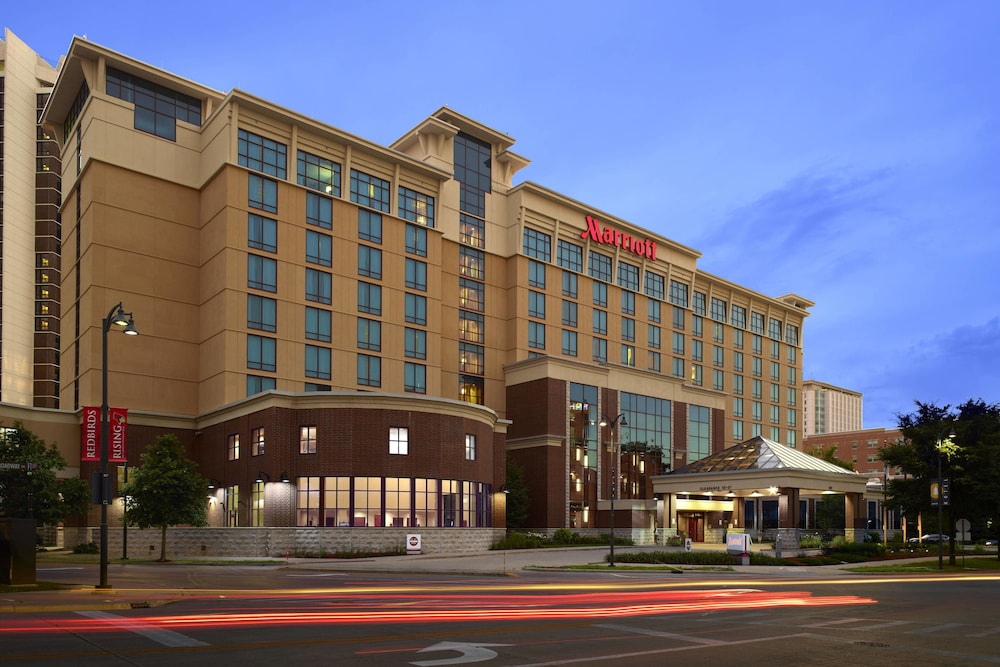 Exterior, Bloomington-Normal Marriott Hotel & Conference Center