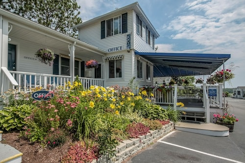 Check Expedia for Availability of Glen Cove Inn & Suites