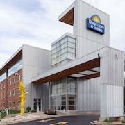 Days Inn & Suites by Wyndham Milwaukee