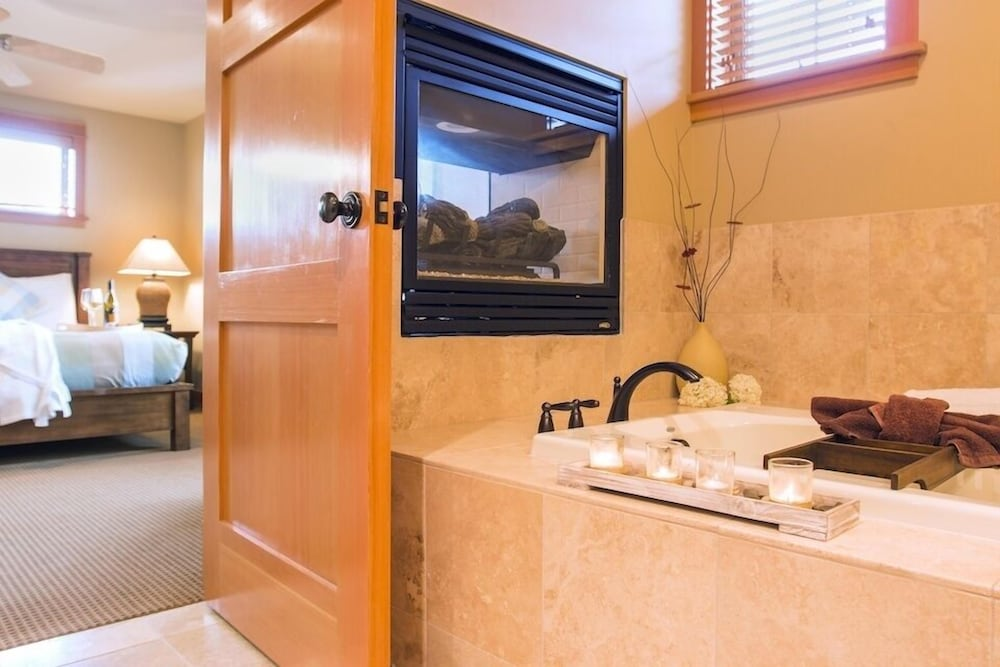 Deep Soaking Bathtub, Lodges At Cannon Beach