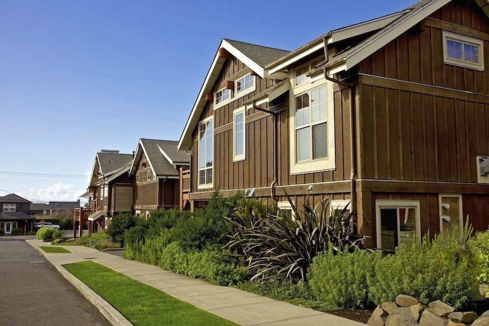 Front of Property, Lodges At Cannon Beach