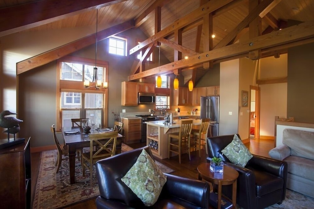 Living Area, Lodges At Cannon Beach