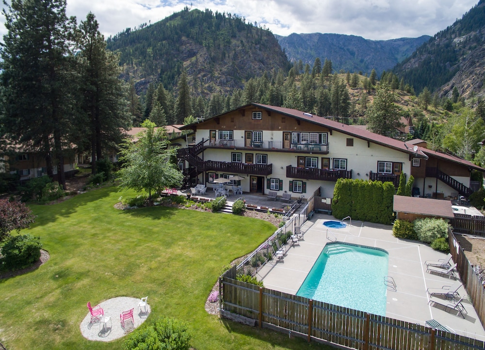 alpen rose inn in wenatchee lake chelan hotel rates. Black Bedroom Furniture Sets. Home Design Ideas