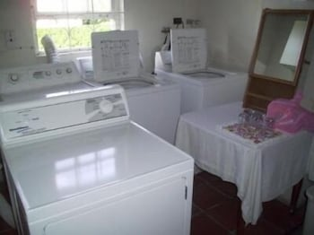 Laundry Room, Melbourne Apartments