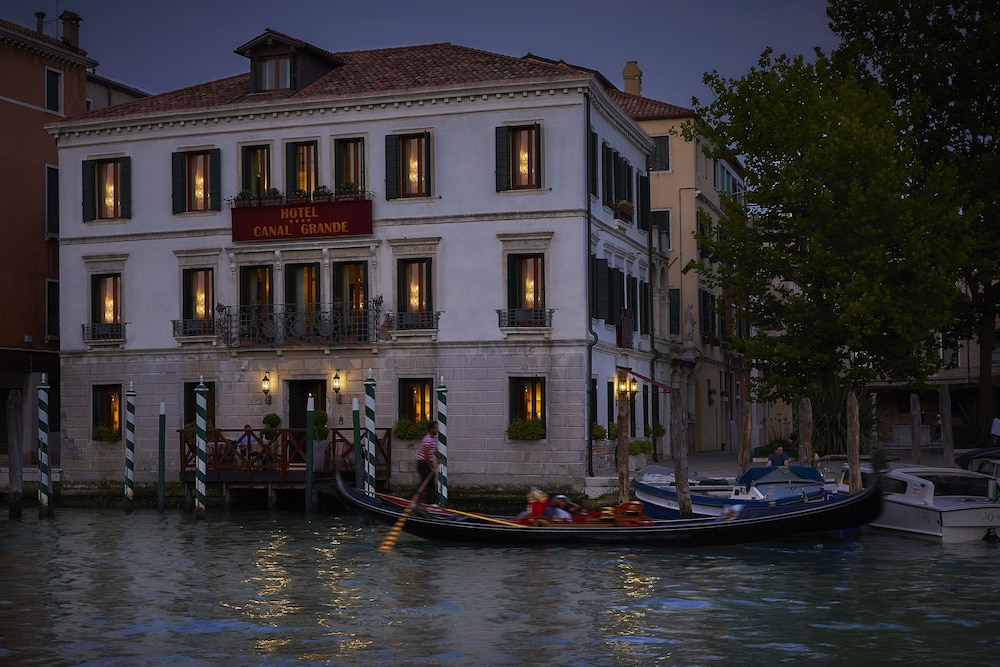 Front of Property - Evening/Night, Hotel Canal Grande