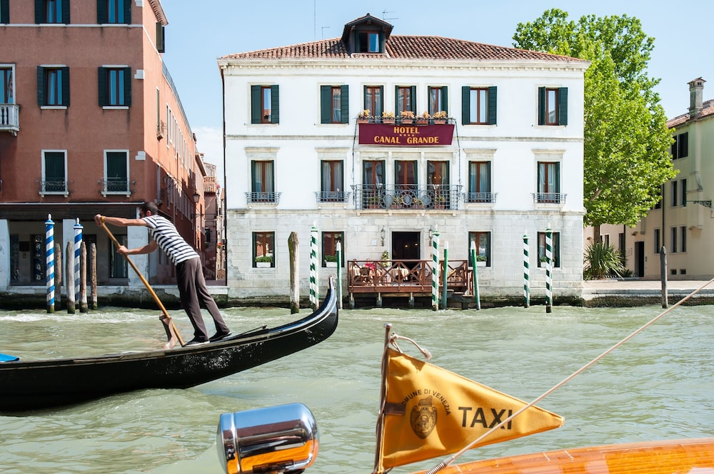 Featured Image, Hotel Canal Grande