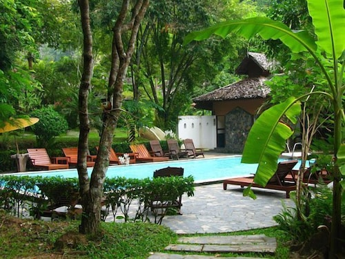 Outdoor Pool, Fern Resort