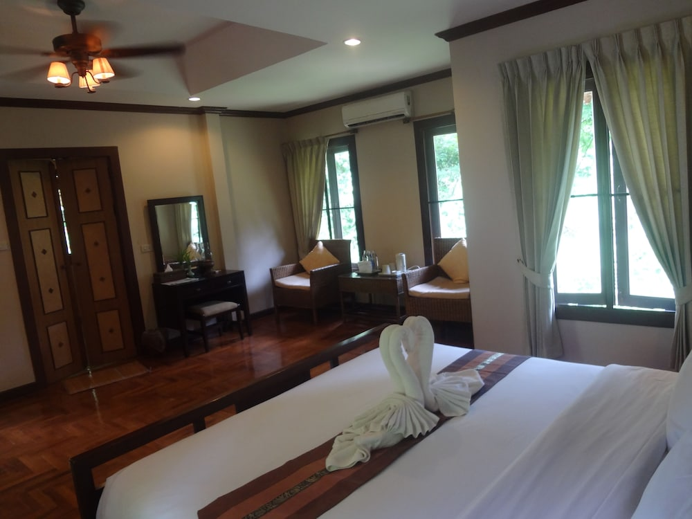 Room, Fern Resort