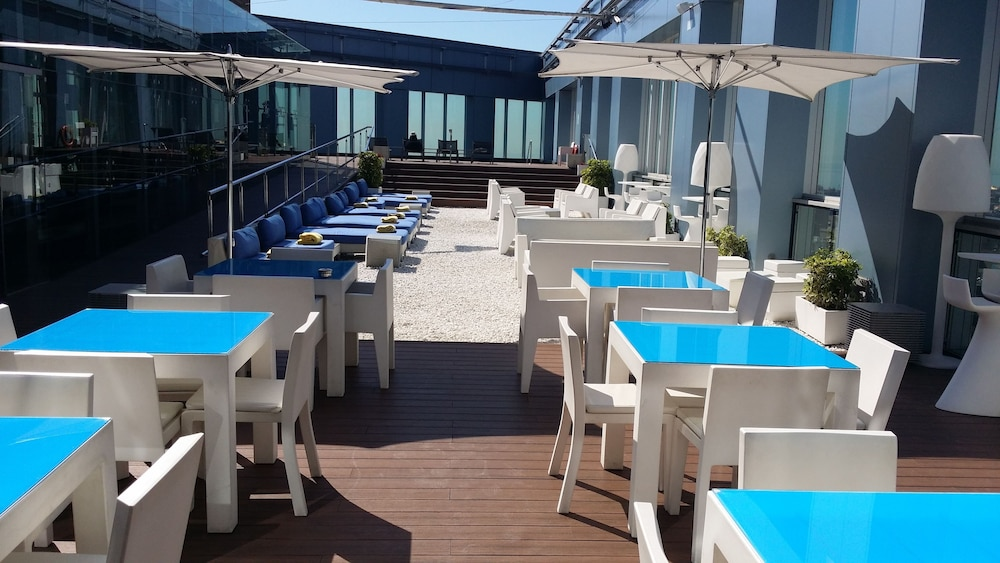 Novotel barcelona city reviews photos rates for Hotel france barcelona