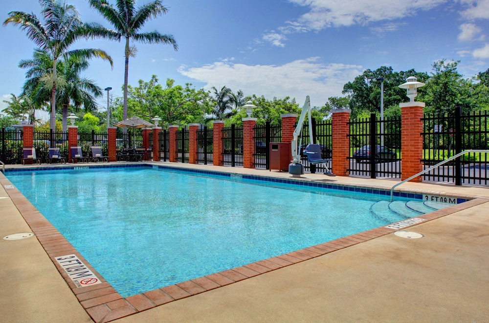 Pool, Hyatt Place Ft. Lauderdale Airport & Cruise Port