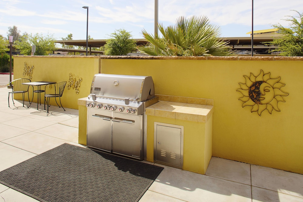 BBQ/Picnic Area, TownePlace Suites by Marriott Goodyear