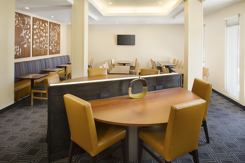 Breakfast Area, TownePlace Suites by Marriott Goodyear